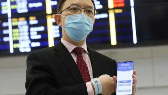 Źródło: Leung, K. (2020). Covid-19: Only a third of Hong Kong's quarantine tracking bracelets are working, government admits. Available at: https://www.thestar.com.my/tech/technews/2020/03/21/covid-19-only-a-third-of-hong-kongs-quarantine-tracking-bracelets-areworking-government-admits (dostęp z 12.05.2020)