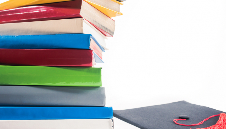 https://pl.depositphotos.com/190885522/stock-photo-graduation-hat-diploma-red-ribbon.html