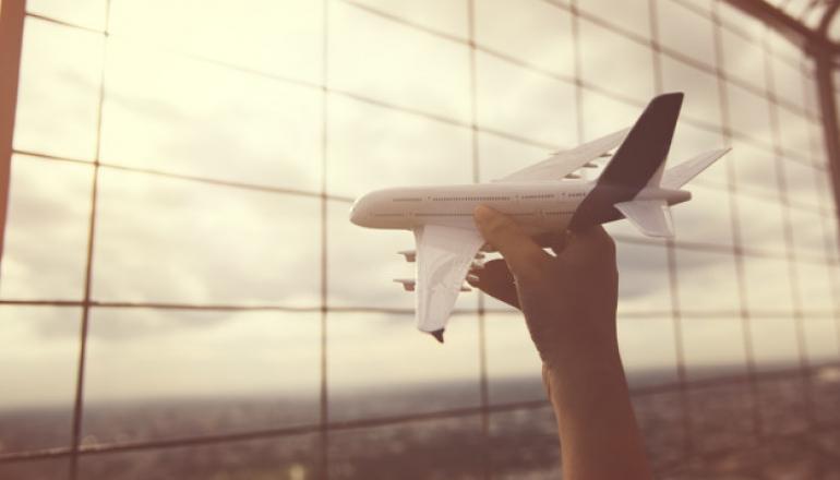 https://pl.freepik.com/darmowe-zdjecie/podroz-samolotem-podrozy-samolotem_2760937.htm#query=lotnisko&position=47