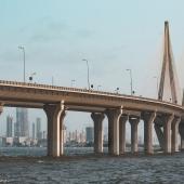 Most samochodowy nad Morzem Arabskim łączący Bandrę na północnych przedmieściach z Worli w południowym Mumbaju.. FOT. ARCHIWUM