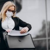 https://pl.freepik.com/darmowe-zdjecie/biznesowa-kobieta-jest-ubranym-maske-na-zewnatrz-centrum-biznesu_7869674.htm#page=4&query=covid+19&position=49