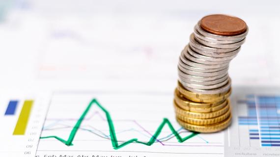 https://pl.freepik.com/darmowe-zdjecie/wysoki-widok-stos-monet-na-schematach-statystycznych_5683091.htm#page=1&query=finanse&position=31