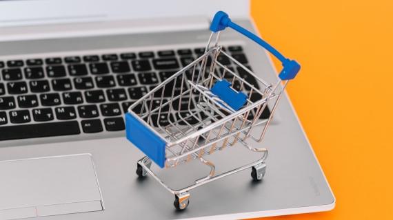 https://pl.freepik.com/darmowe-zdjecie/laptop-z-wozkiem-na-zakupy_3216968.htm#page=2&query=shopping+cart&position=40