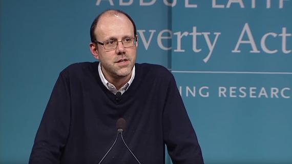 Michael Kremer ekonomista wszechtronny