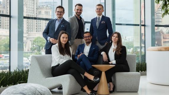 Studenci SGH (od lewej: Hubert Wejman, Marek Przybyszewski, Marcin Słowik, na dole: Klaudia Lach, Julian Smółka, Kamila Sobczyk) / fot. EFRP